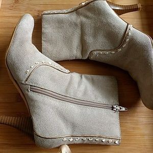 Predictions beige boots size 7.5